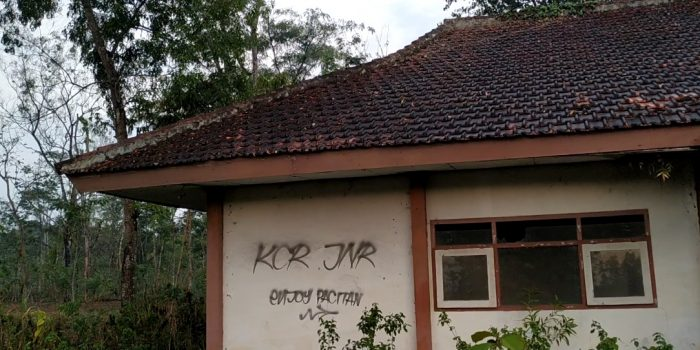 Eks Gedung Dikbud Kecamatan Punung yang menyimpan misteri. (Foto - Yahya)