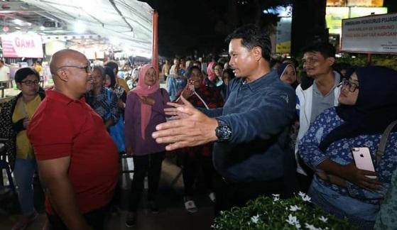 Wali Kota Madiun, Maidi, saat mengajak Kunjungan Kerja 150 PKL di Kota Madiun. Mereka belajar penataan yang rapi dan bersih di Sentra PKL Simpang Lima Semarang. (Foto-IG Pak Maidi)