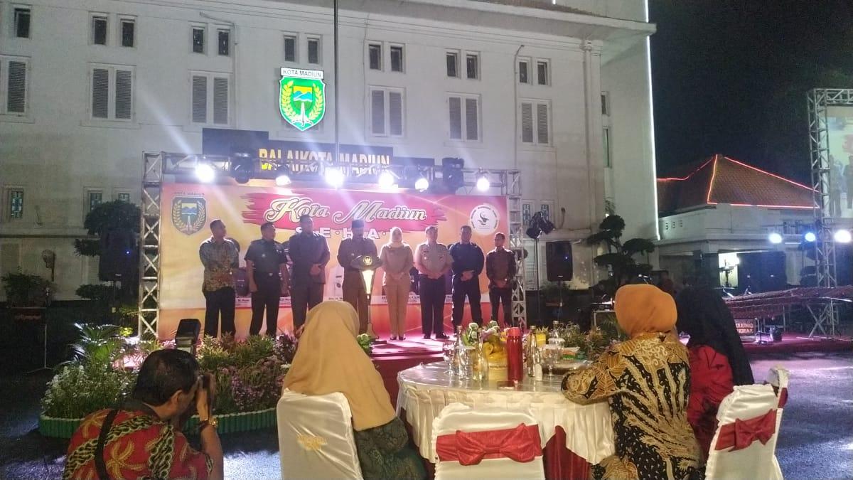 Wali Kota Maidi saat memberikan sambutan dalam Sosialisasi Madiun Kota Sehat, didampingi Forkopimda Kota Madiun, Sabtu Malam (07/03/2020)