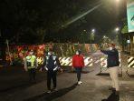 Wali Kota Madiun, Wakil Wali Kota Madiun dan Ketua DPRD Kota Madiun saat meninjau akses jalan yang ditutup sebagai salah satu upaya menghentikan Corona agar tidak masuk ke Kota Madiun.
