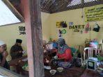 Ibu Yanti, Penjual Dawet Jabung yang merasakan dampak langsung adanya Wabah Covid 19. (Foto - Yahya)