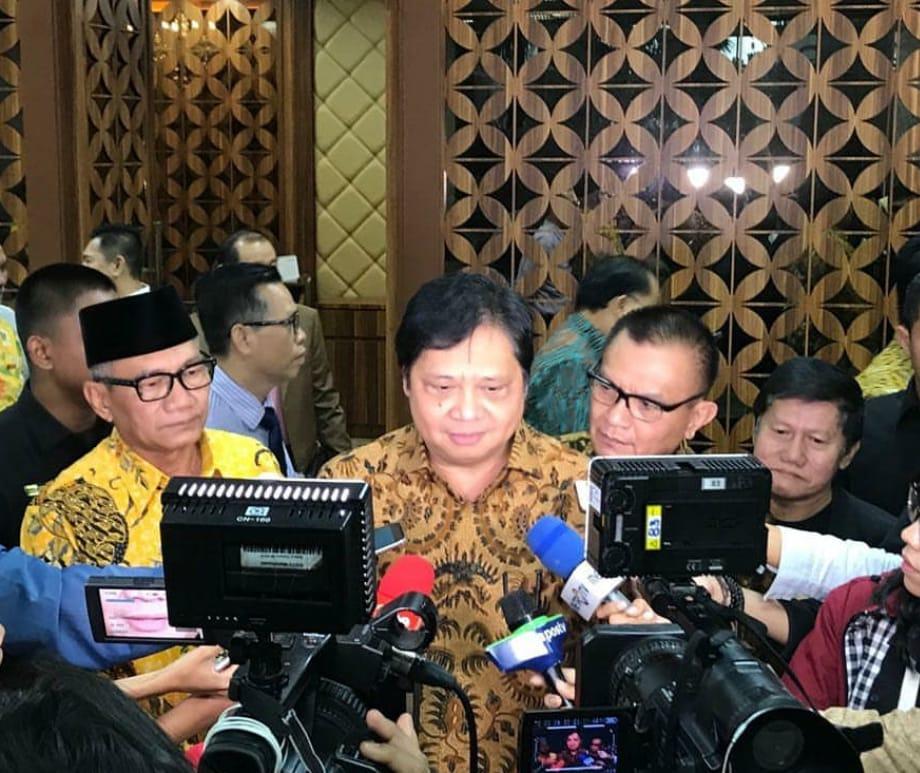 Menteri Koordinator Bidang Perekonomian, Airlangga Hartarto menyampaikan bahwa pemerintah menyiapkan anggaran 20 triliun yang akan dibagikan kepada 5.605.634 orang di Indonesia melalui Kartu Prakerja.