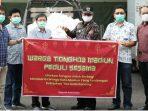 Komunitas Tionghoa menyerahkan bantuan 2500 paket Sembako ke Wali Kota Madiun yang selanjutnya disalurkan kepada yang membutuhkan