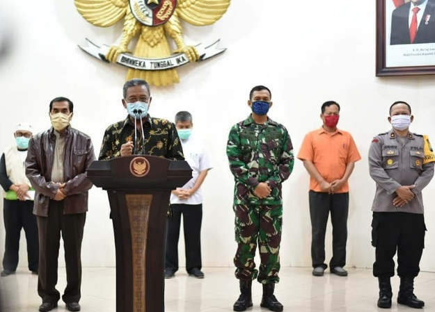 Bupati Pacitan saat mengumumkan pasien positif Corona