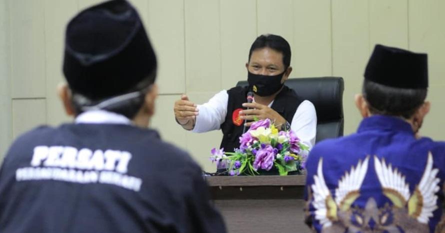 Wali Kota Madiun saat melakukan Rakor dengan Organisasi Persilatan di Kota Madiun