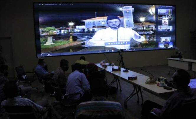 Wali Kota Madiun menjadi narasumber seminar nasional secara online. Strategi pemulihan ekonomi dibeberkan Wali Kota dalam kesempatan tersebut.