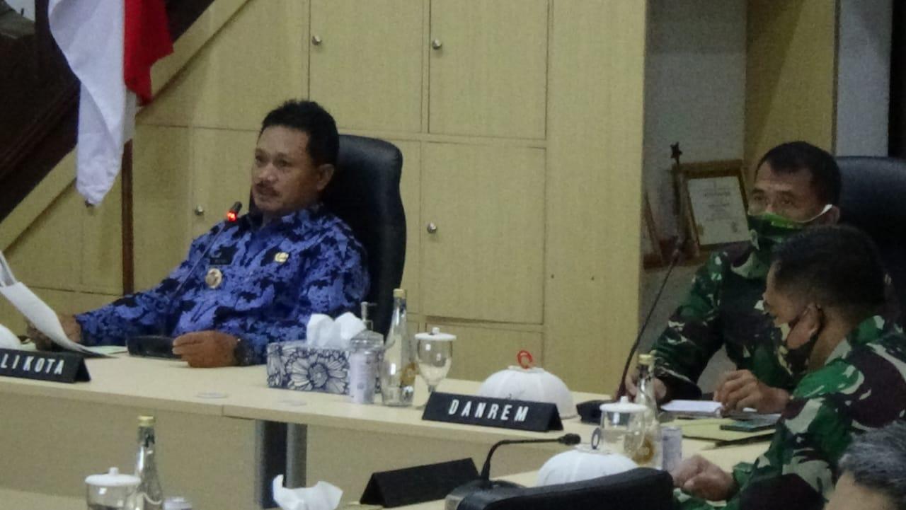 Wali Kota Madiun saat memimpin rapat koordinasi program Pendekar Waras sebagai upaya intervensi lokal untuk pertumbuhan ekonomi di tengah pandemi. (Foto - Yahya)