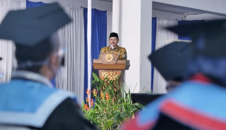 Wali Kota Madiun hadiri Wisuda di Politeknik Negeri Madiun. Wisuda itu digelar secara Virtual