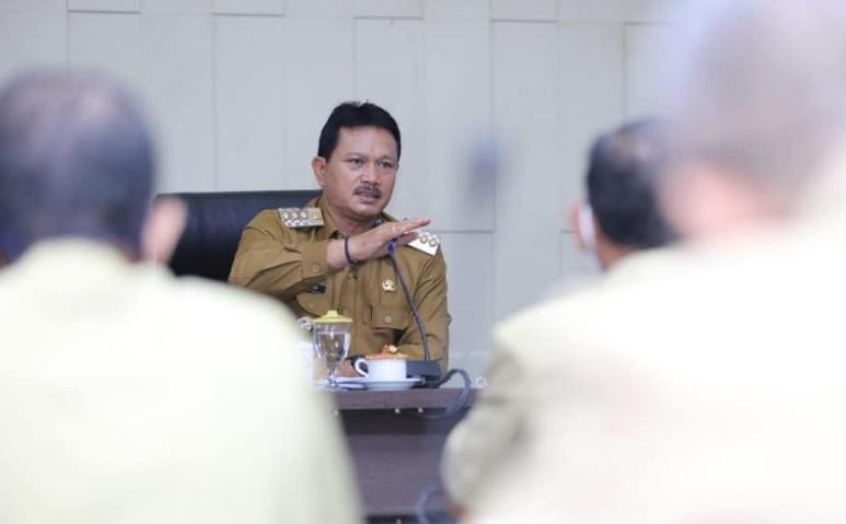 Wali Kota Madiun saat memimpin rapat