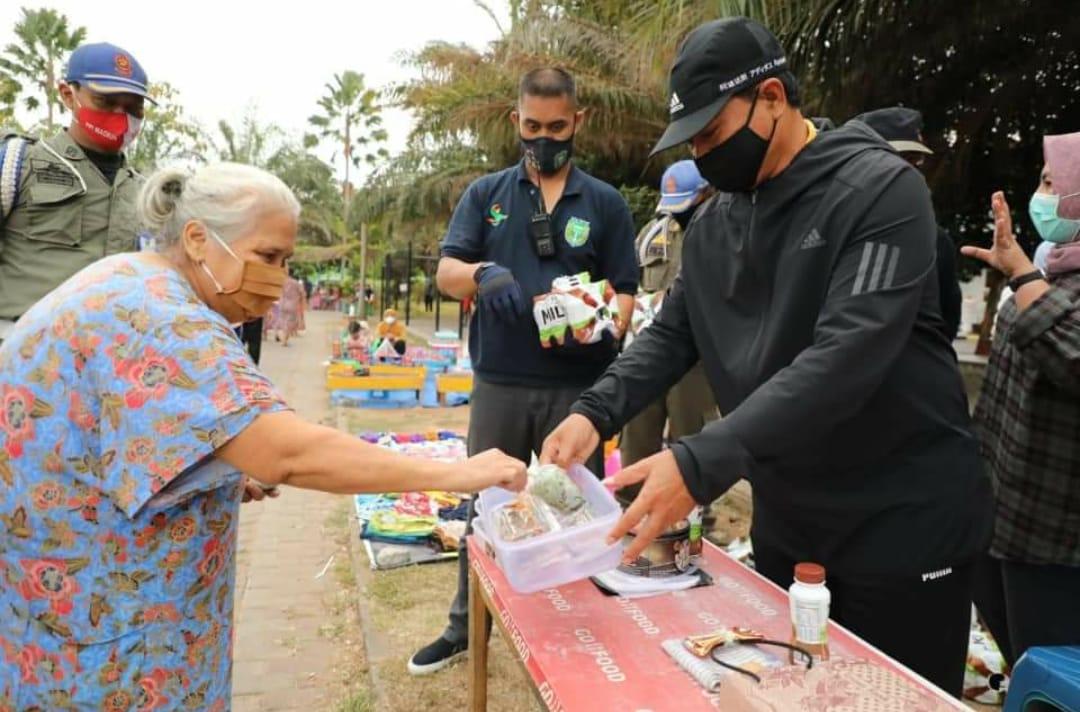 Menangkal Corona, Wali Kota Maidi bagikan Susu dan Telur