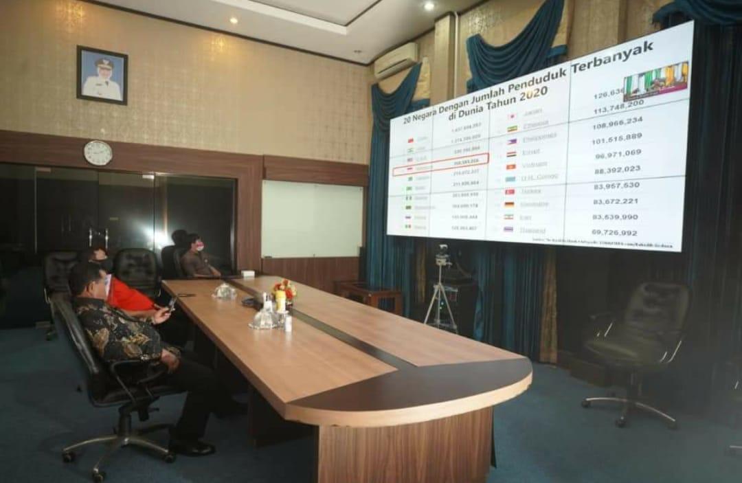 Wali Kota Madiun Rakor dengan Kemendagri secara Daring.