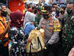 Forkopimda Jatim bagikan ribuan masker dan sembako