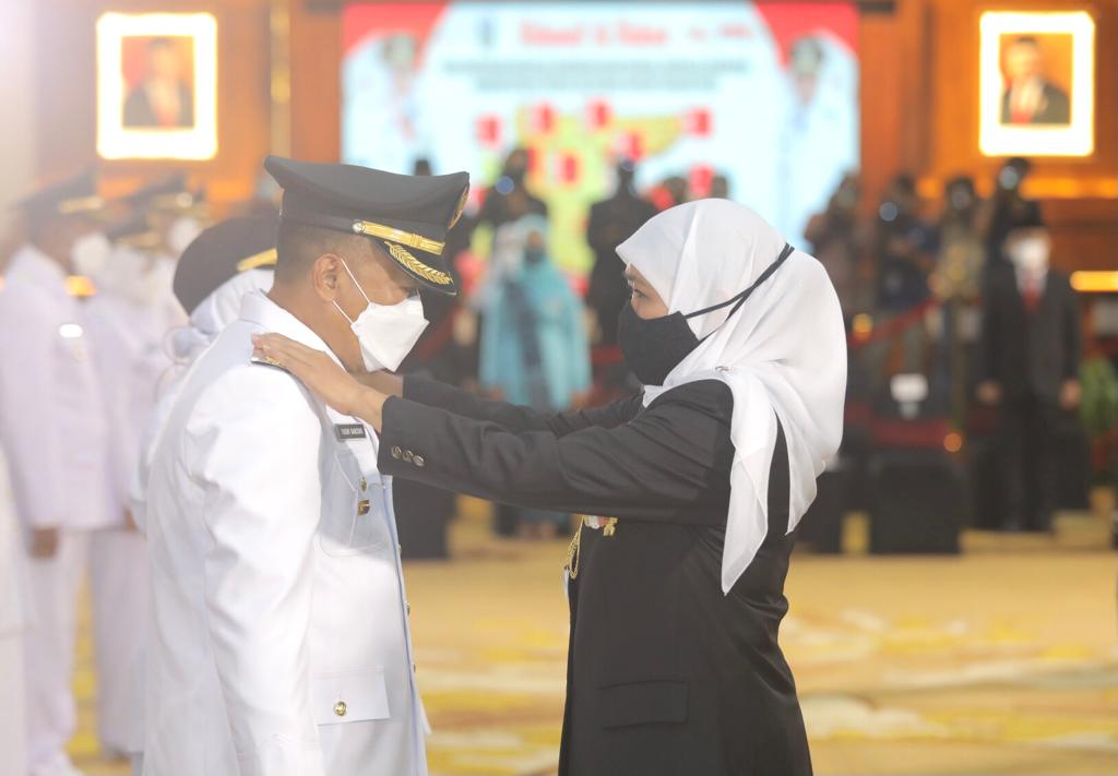 Sugiri Sancoko dan Lisdyarita saat dilantik Gubernur Jawa Timur, Khofifah Indar Parawansa