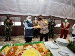 Wakapolda Jatim saat bersama Gubernur Khofifah di Madiun