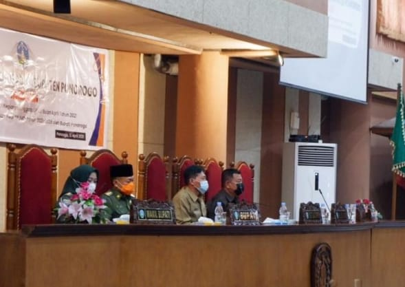 Dwi Agus Prayitno memimpin Rapat Paripurna di DPRD Ponorogo