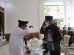 Ketua DPRD Ponorogo menyambut kedatangan Bupati Ponorogo, Sugiri Sancoko