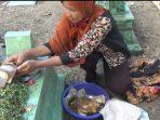 Selain tabur bunga, Masyarakat Desa Klumutan juga membawa tumpeng dalam kegiatan Nyadranan