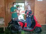Pemenang Grand Prize Program Brompit Bombastis yang diselenggarakan oleh MPM Honda Jatim